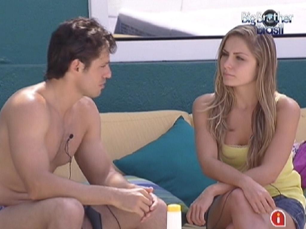 João Maurício explica para Renata seus motivos para indicá-la ao paredão (24/1/12)