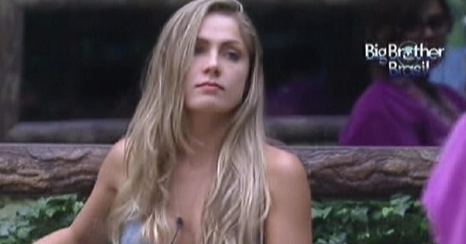 Renata fala sobre sexo com Rafa, Ronaldo e Monique no quarto Floresta (24/1/12)