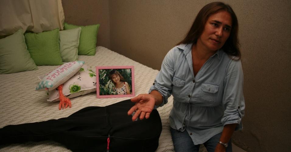 D. Edilene Sena Leal, mãe de Jakeline, no quarto da sister em Feira de Santana (25/1/12)