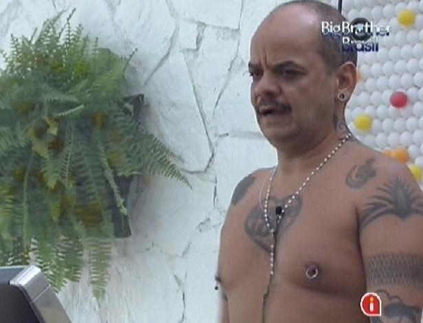 """João Carvalho detona João Maurício: """"Preconceituoso!"""" (25/1/12)"""