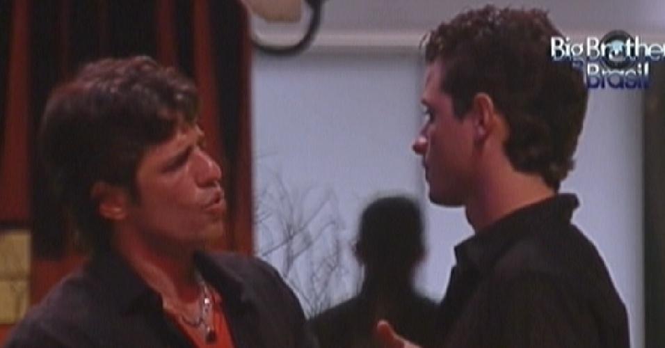 João Maurício e Fael conversam sobre formação do próximo paredão (25/1/12)