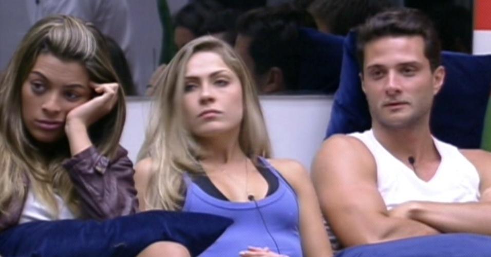 Ronaldo (dir.) fala com Bial após ser escolhido por Rafa e Fabiana para não participar da prova do líder (26/1/12)