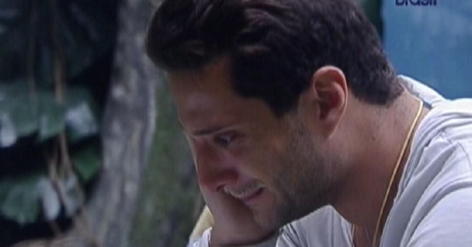 Ronaldo chora ao ler carta escrita pela irmã (27/1/12)