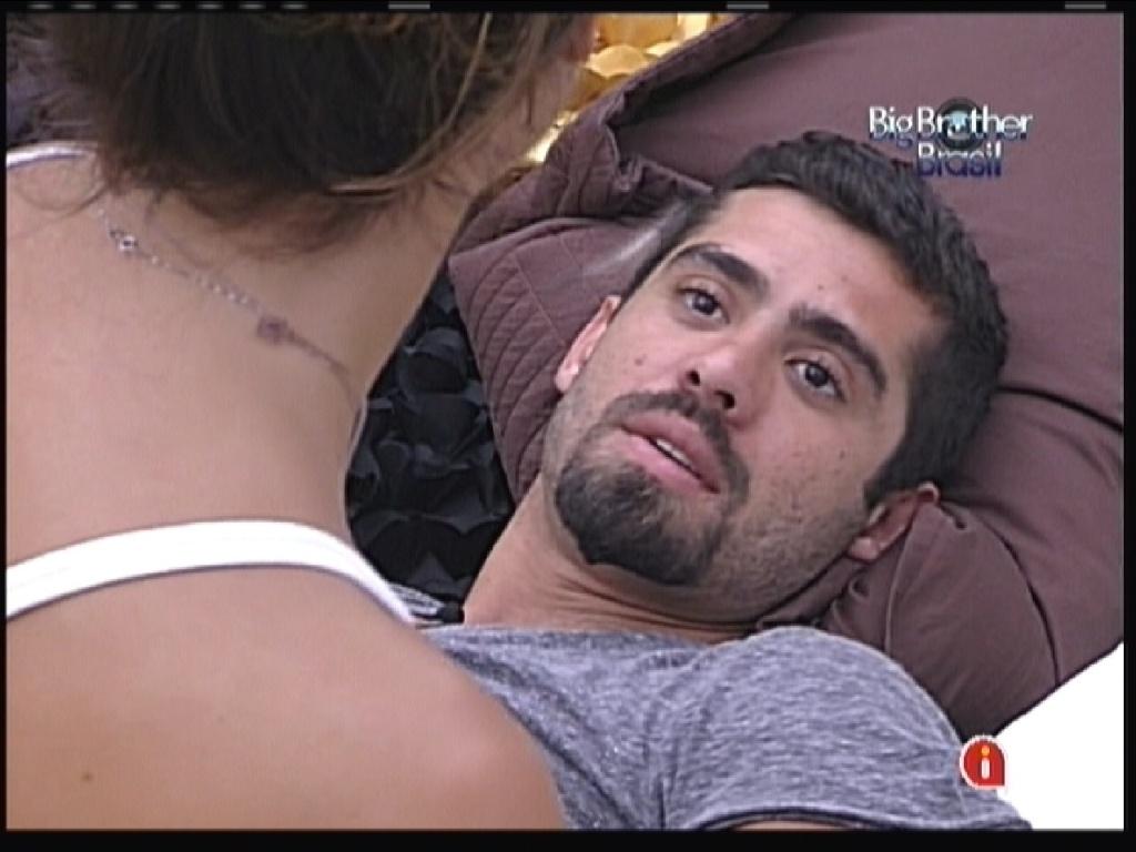 Yuri conversa com Laisa sobre voto (26/1/12)