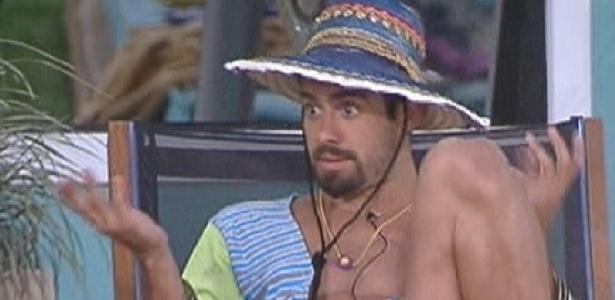 Yuri fala para brothers que gostaria de colocar João Carvalho ou Kelly no paredão (27/1/12)