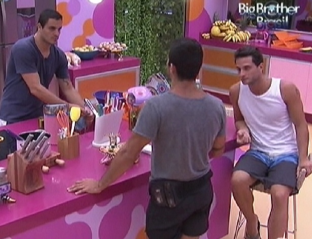 Yuri, Rafa e Ronaldo combinam votos (26/1/12)