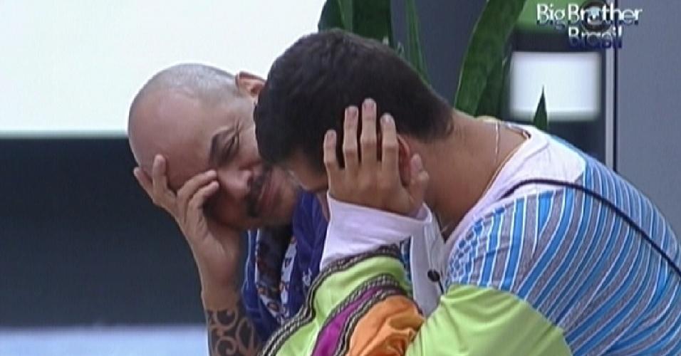 João Carvalho e Yuri conversam sobre formação do paredão (28/1/12)