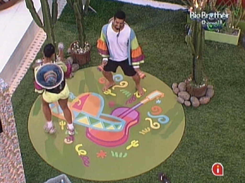 Kelly e Yuri param prova da comida para dançar música mexicana no castigo do monstro (28/1/12)