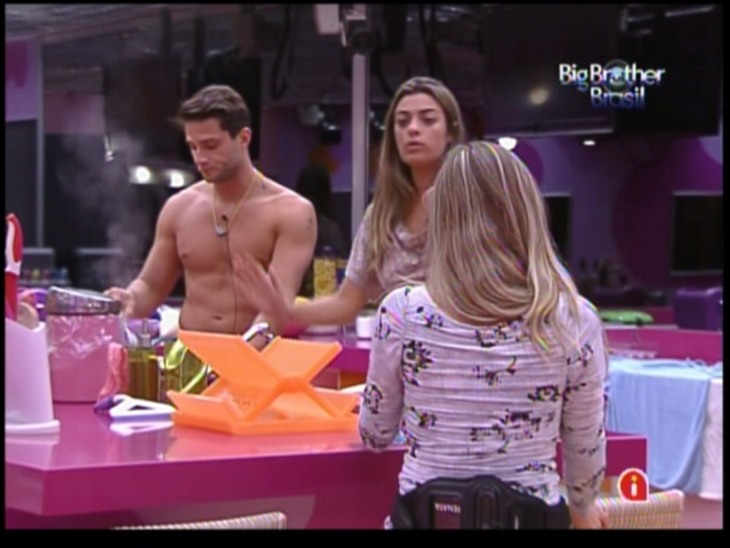 Ronaldo, Renata e Monique conversam sobre Rafa (27/1/12)