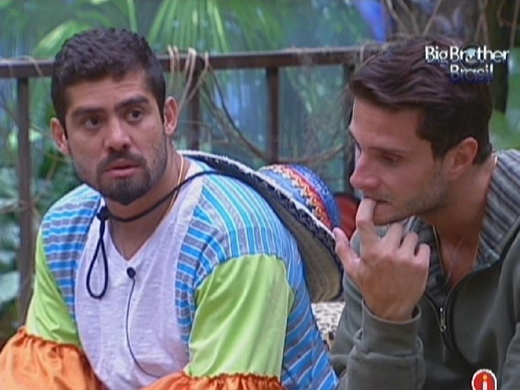 Yuri e Ronaldo conversam sobre o próximo paredão (28/1/12)