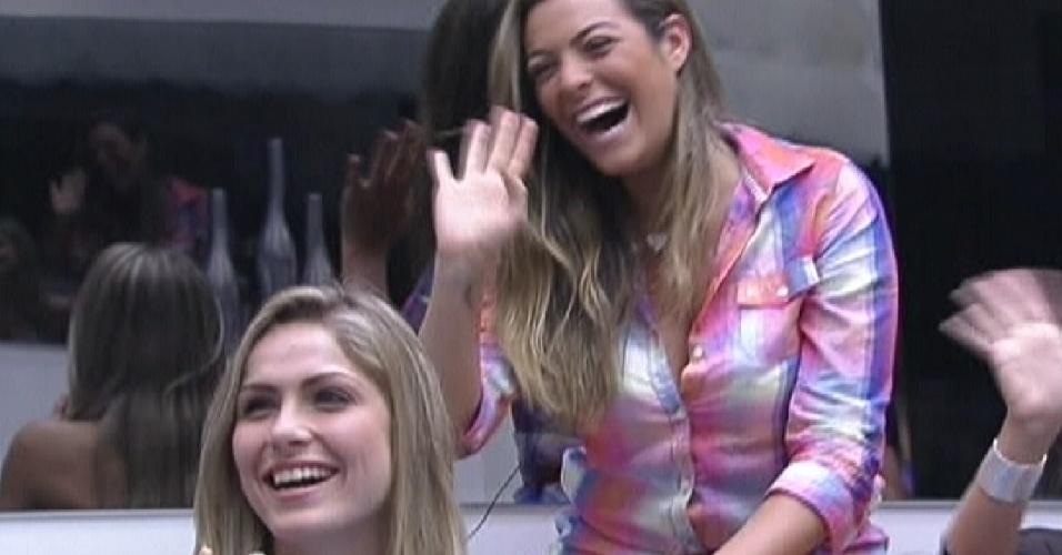 """""""A gente ama vocês. Duas pestes"""" Bial fala para Renata e Monique (29/1/12)"""