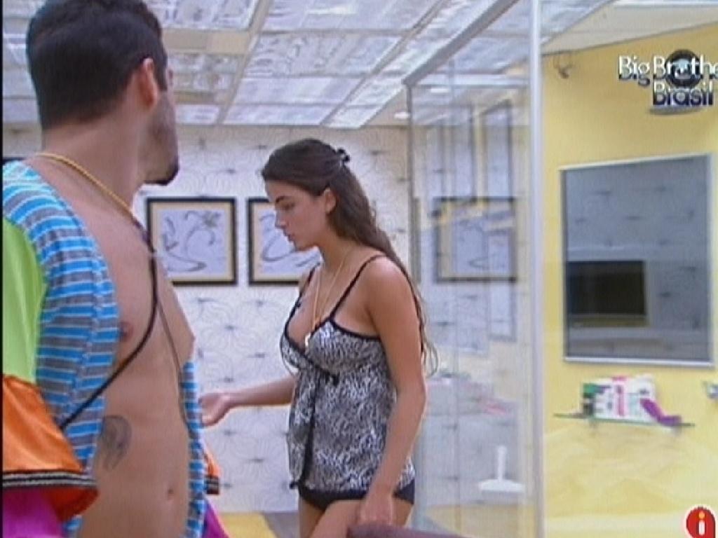 Mais uma discussão entre Laisa e Yuri neste domingo (29/1/12)