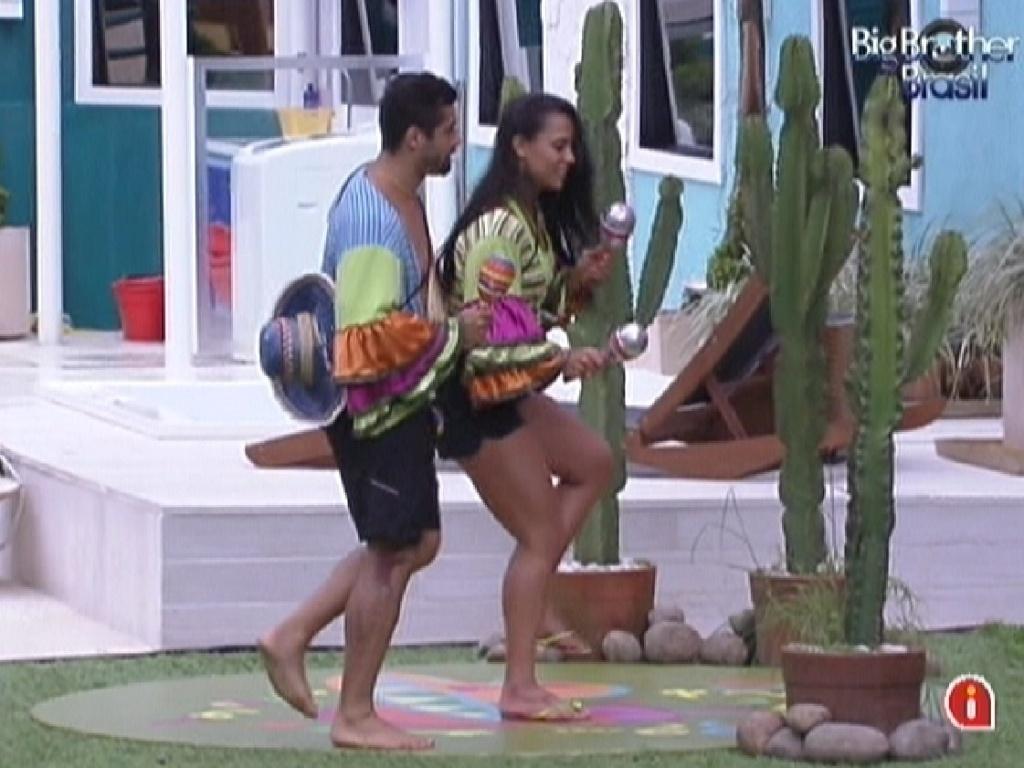 Mais uma vez a música mexicana toca e Kelly e Yuri dançam cumprindo o castigo do monstro (29/1/12)