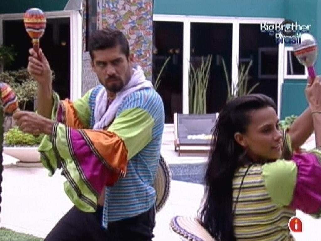 Música mexicana toca e Yuri e Kelly tem que ir dançar (29/1/12)