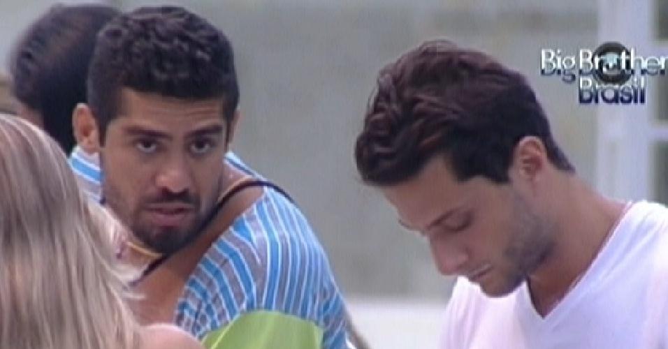 Yuri e Ronaldo conversam sobre a formação do paredão (29/1/12)