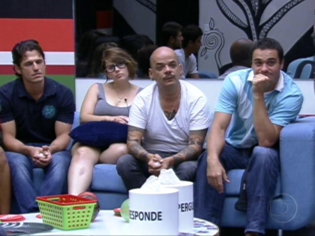 João Carvalho (de branco) ganha o Poder do Não após jogo da verdade e sorteio (30/1/12)