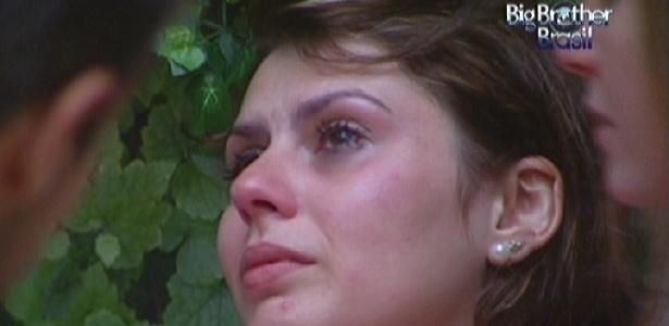 """Mayara chora e diz: """"Olhei para a porta e me vi saindo"""" (30/1/12)"""