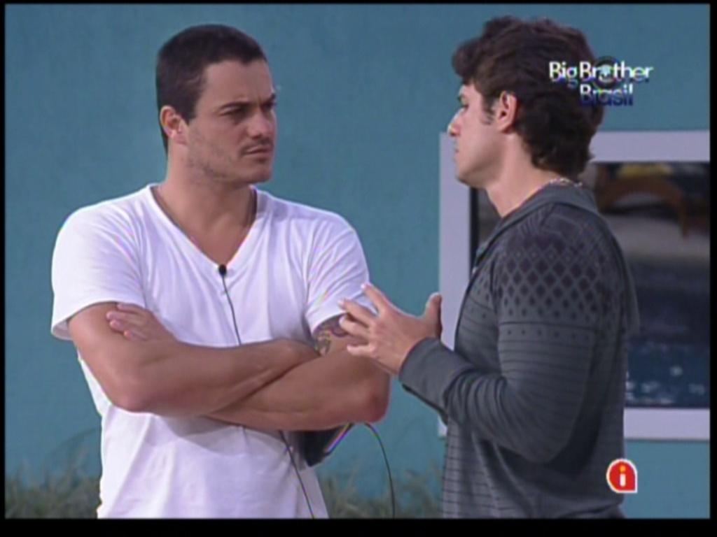 Rafa e João Maurício conversam depois da formação de paredão (29/1/12)