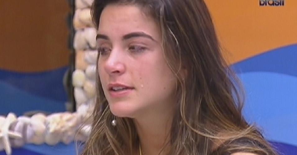 Laisa chora ao falar que sonhou que Fael não saia da casa (31/1/2012)
