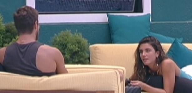 Laisa e Jonas conversam sobre relacionamentos durante a tarde (31/1/12)