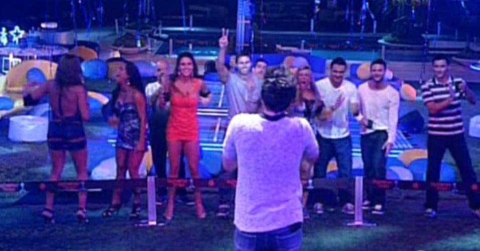 Brothers cantam junto com Luan Santana na festa Azul (1/2/12)