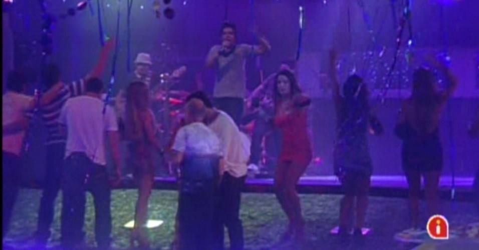 Brothers cantam junto com Luan Santana na festa Tudo Azul (1/2/12)
