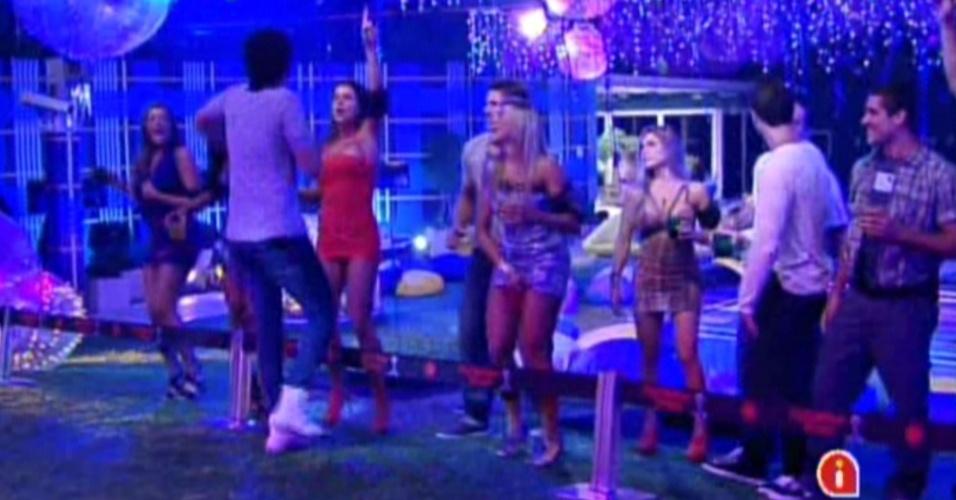 Brothers dançam e cantam junto com Luan Santana na Festa Azul (1/2/12)