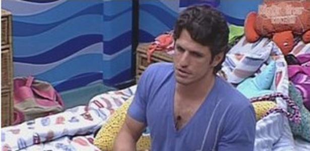 João Maurício fica aliviado com permanência de Fael (31/1/12)