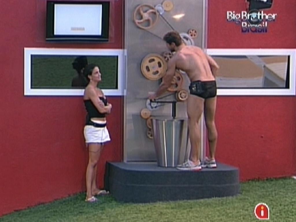 Laisa conversa com Jonas sobre afastamento de Yuri e é aconselhada a não se trancar no quarto do líder (1/2/12)