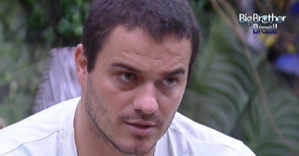 Rafa critica Laisa e diz que sister está comandando a combinação de votos do quarto Praia (1/2/12)