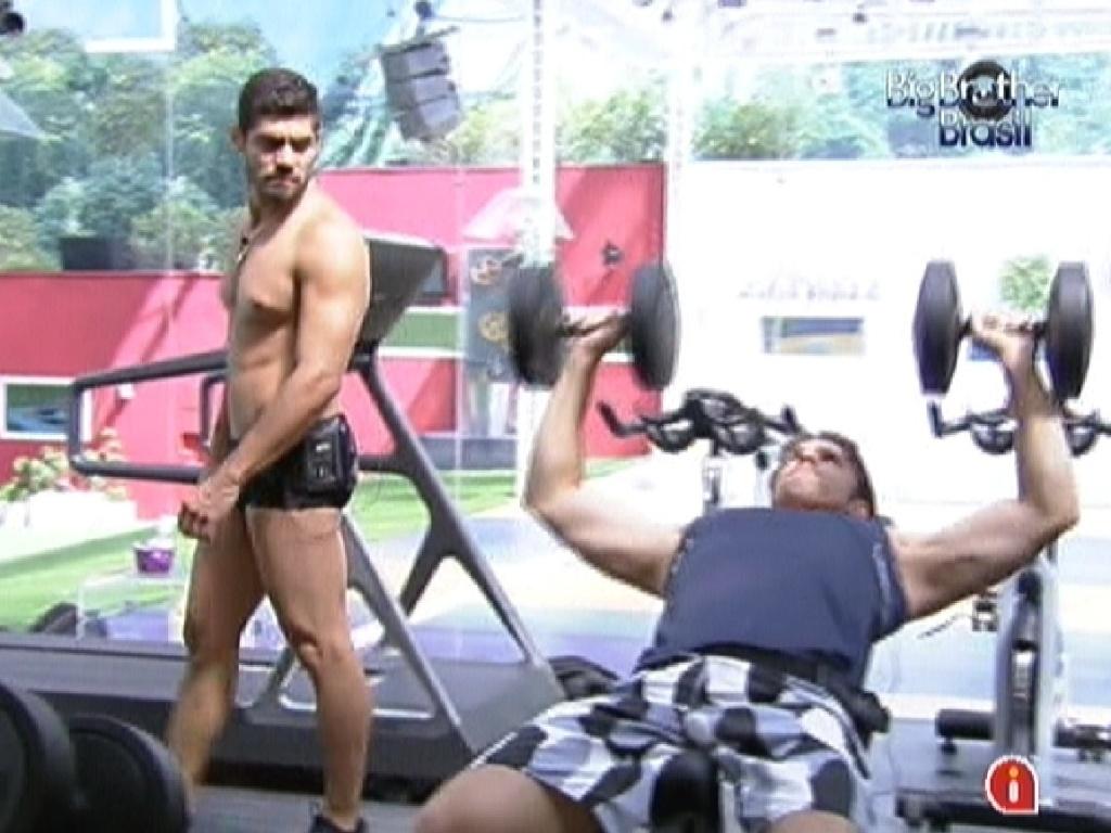 Yuri e João Maurício malham na academia (1/2/2012)