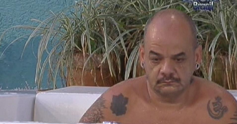 João Carvalho diz que quer conversar com Yuri depois da discussão que tiveram no na festa de quarta (2/2/2012)