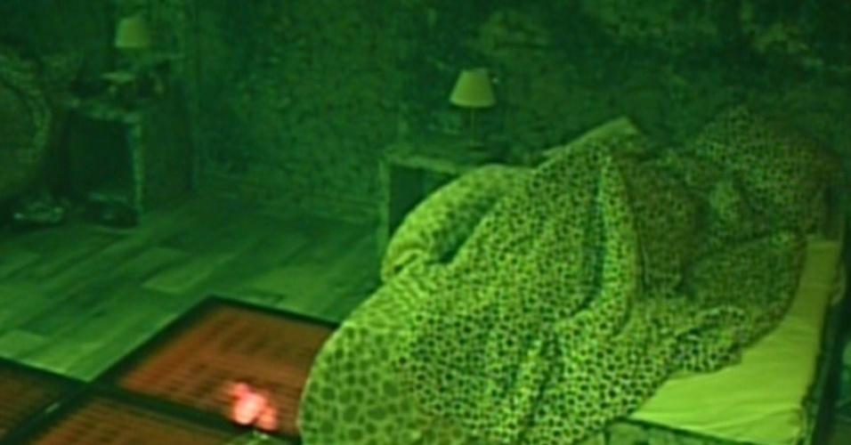 Confinados dormem após prova do líder (2/2/12)