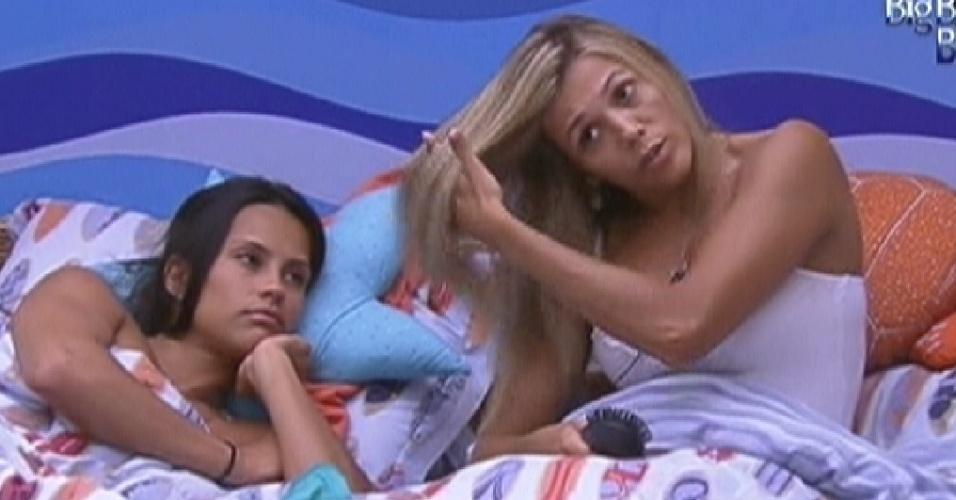 Kelly e Fabiana descansam no quarto Praia (3/2/2012)