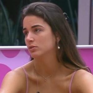 Laisa conversa sobre a formação do próximo paredão com Fabiana na cozinha (3/2/2012)
