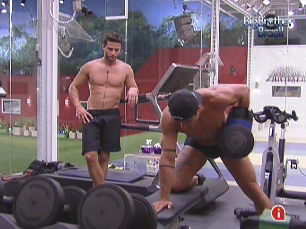 Ronaldo e Yuri malham na academia nesta sexta-feira (3/2/2012)