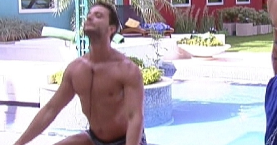 Ronaldo entra na brincadeira e também imita a gaúcha Laisa dançando (3/2/2012)
