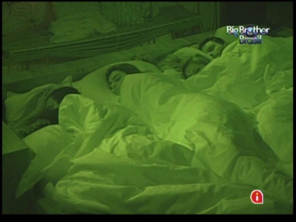 Brothers dormem no quarto do líder (3/2/12)