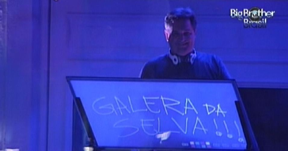 DJ Andre Werneck toca