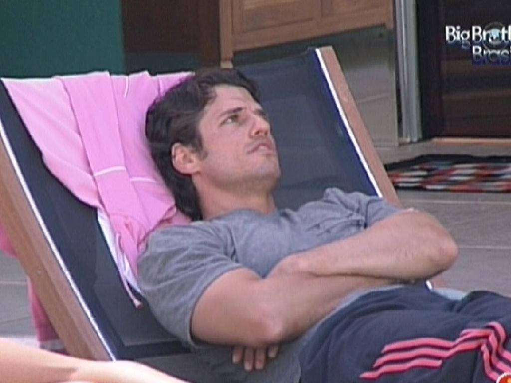 João Maurício fala que atrasou entrada no hotel do BBB por problemas no aeroporto de Goiânia (4/2/2012)