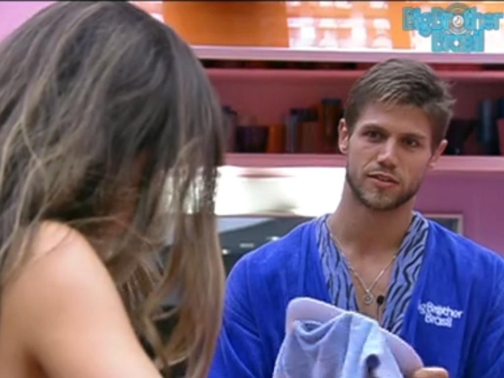 Jonas acha que Laisa poderá vetar o voto do líder (3/2/12)