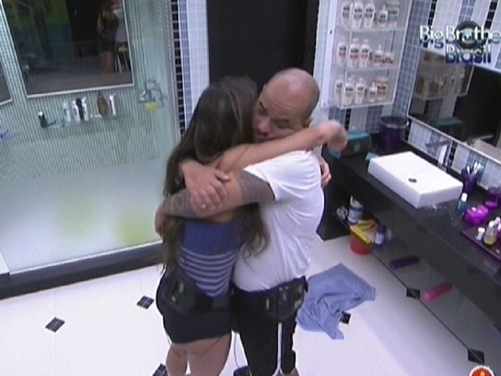 Laisa consola João Carvalho, que não foi sorteado para a Prova do Anjo (4/2/2012)