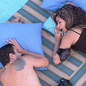 Rafa e Monique conversam sobre Laisa e Jonas no futon azul (4/2/12)
