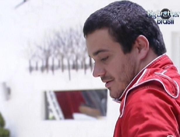 Rafa ganha colar do anjo e um carro (4/2/2012)
