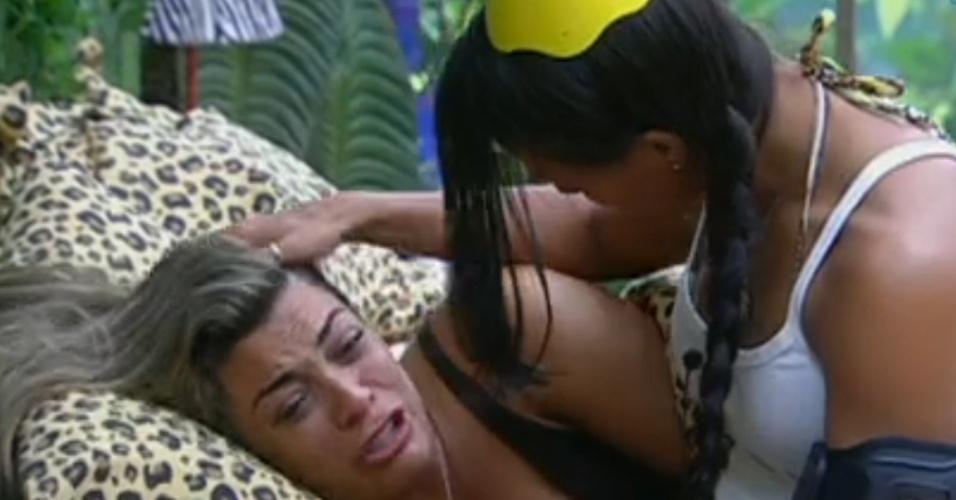 Monique chora  e é consolada por Kelly após desentendimento com Ronaldo