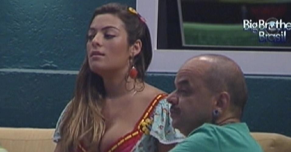 Monique e João Carvalho falam bem de Rafa (4/2/12)