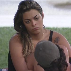 """Monique ouve João Maurício compará-la com Maria, do """"BBB11"""" (5/2/12)"""