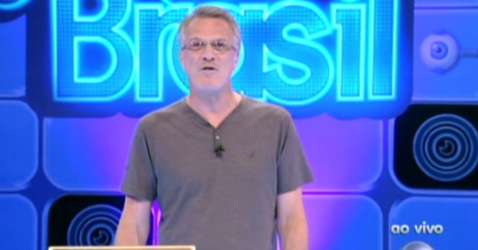 Pedro Bial apresenta o programa deste domingo (5/2/12)