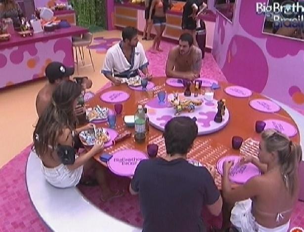 Brothers almoçam juntos na casa (6/2/2012)