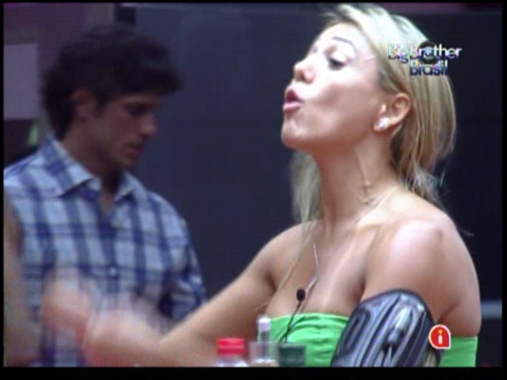 Fabiana briga com Ronaldo (5/2/12)